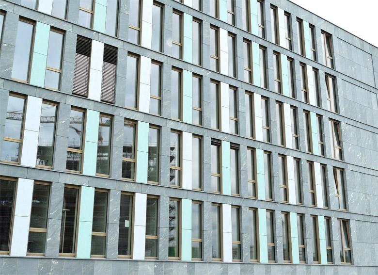 Fassade mit Fenstern
